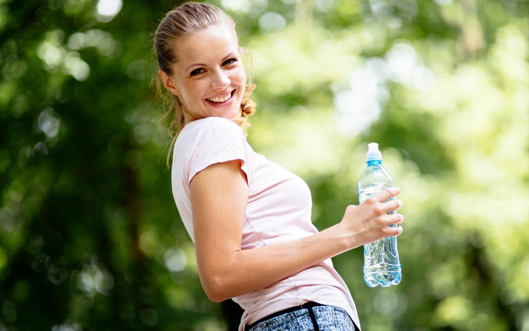 En verano, una correcta hidratación, protege la salud bucodental