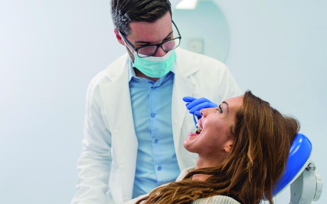 Qué son las caries dentales, causas y tratamientos